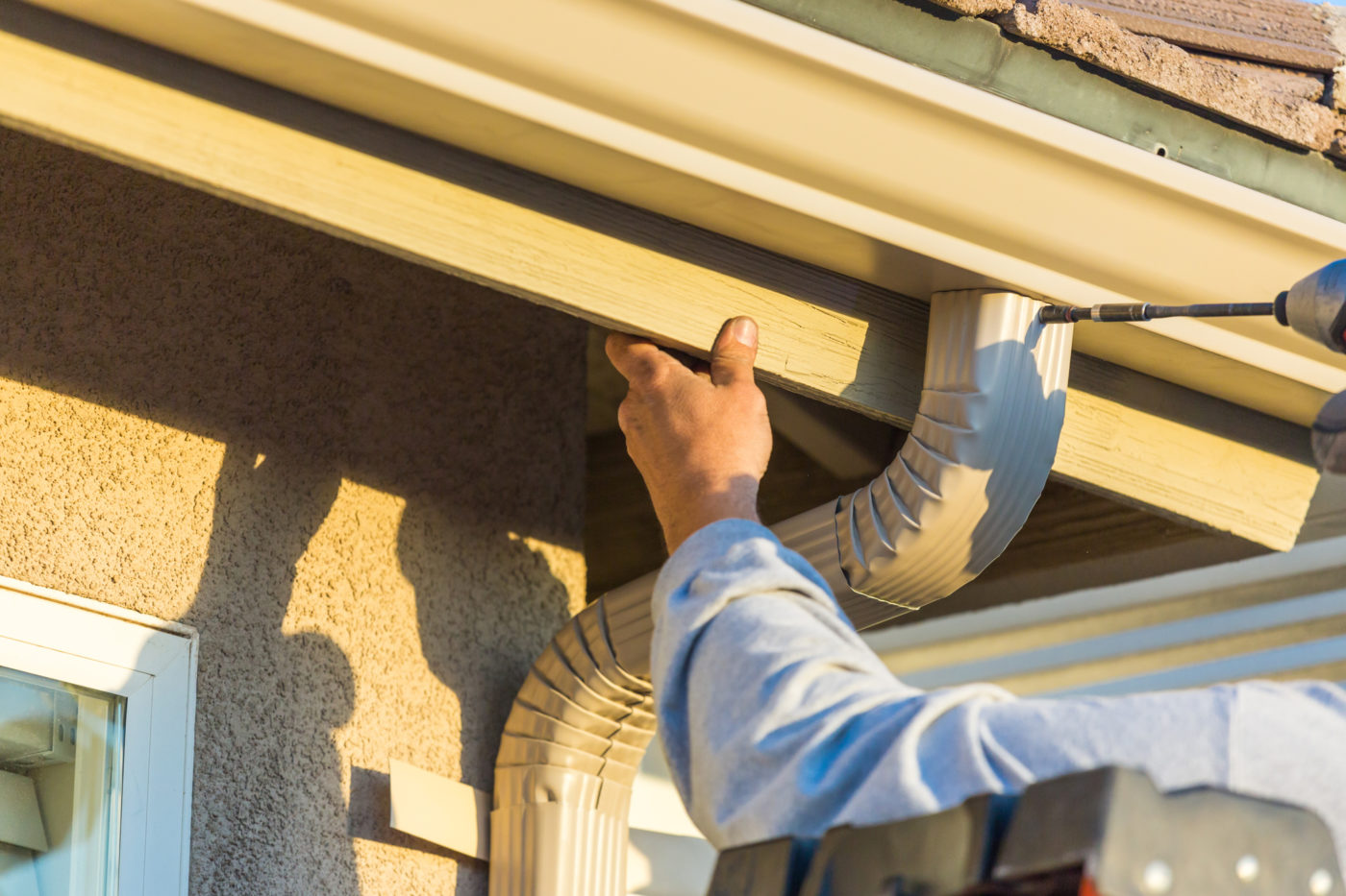 Seamless Gutter Installer